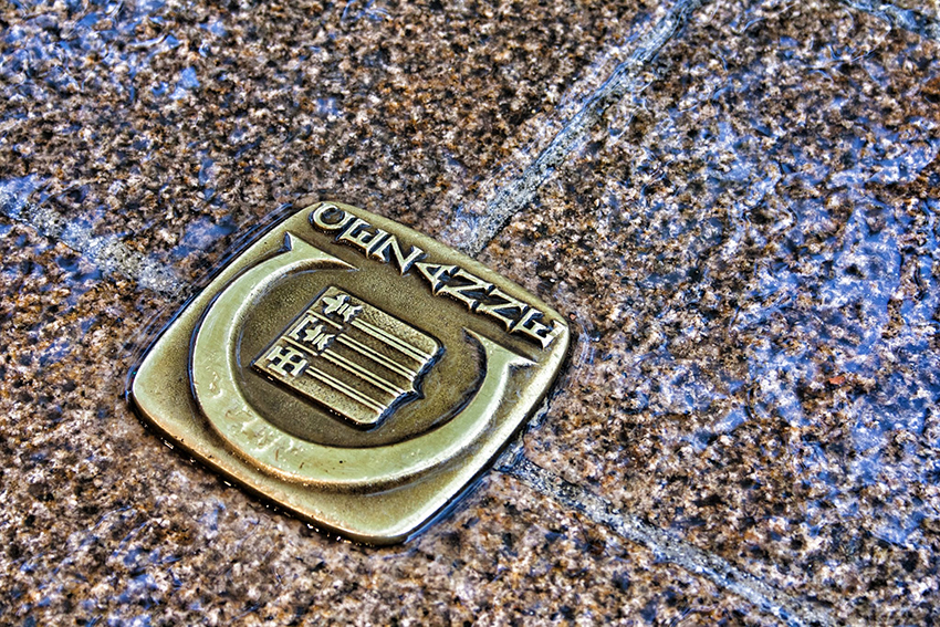 Brass studs on the pavement mark the Cézanne Trail