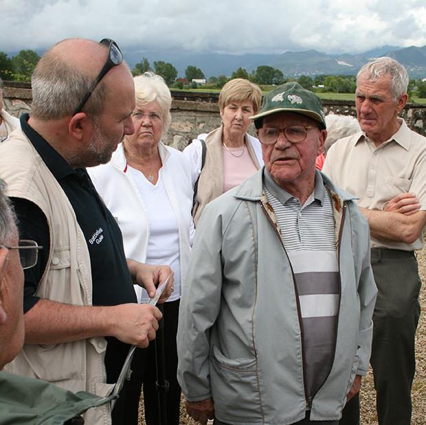 paul-reed-talking-to-ww2-veteran-in-italy